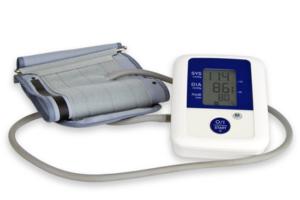 Blutdruckmessgerät freigestellt auf weissem Hintergrund