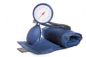 Ein manuelles Blutdruckmessgerät (Quelle: Fotolia.com © ok-foto